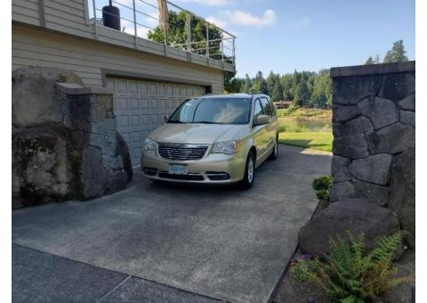 2011 CHRYSLER TOWN & COUNTRY  LOW MILEAGE 7 PASSENGER
